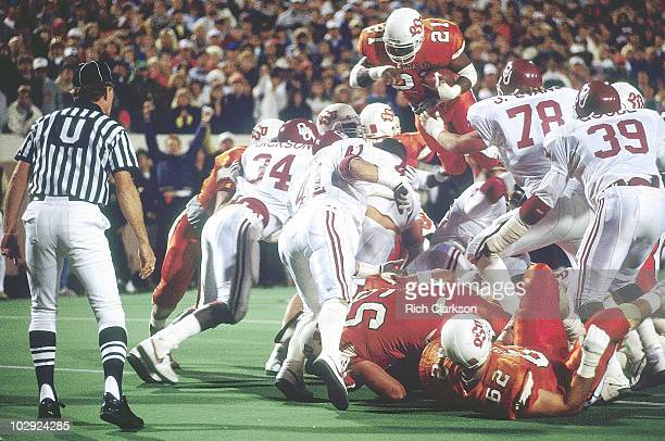 Oklahoma State Barry Sanders in action diving over pile vs Oklahoma Stillwater OK 11/5/1988 CREDIT Rich Clarkson 079085781