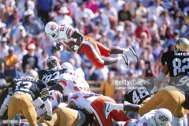 Oklahoma State Barry Sanders in action diving vs Colorado Boulder CO 10/8/1988 CREDIT Damian Strohmeyer