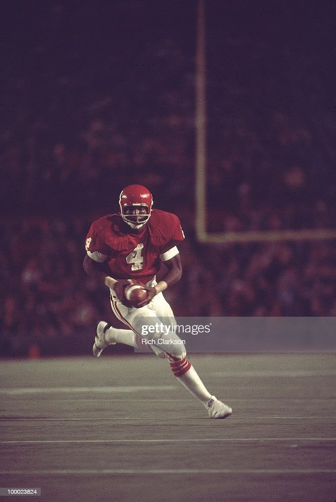 Oklahoma Elvis Peacock (4) in action vs Michigan. Miami, FL 1/1/1976