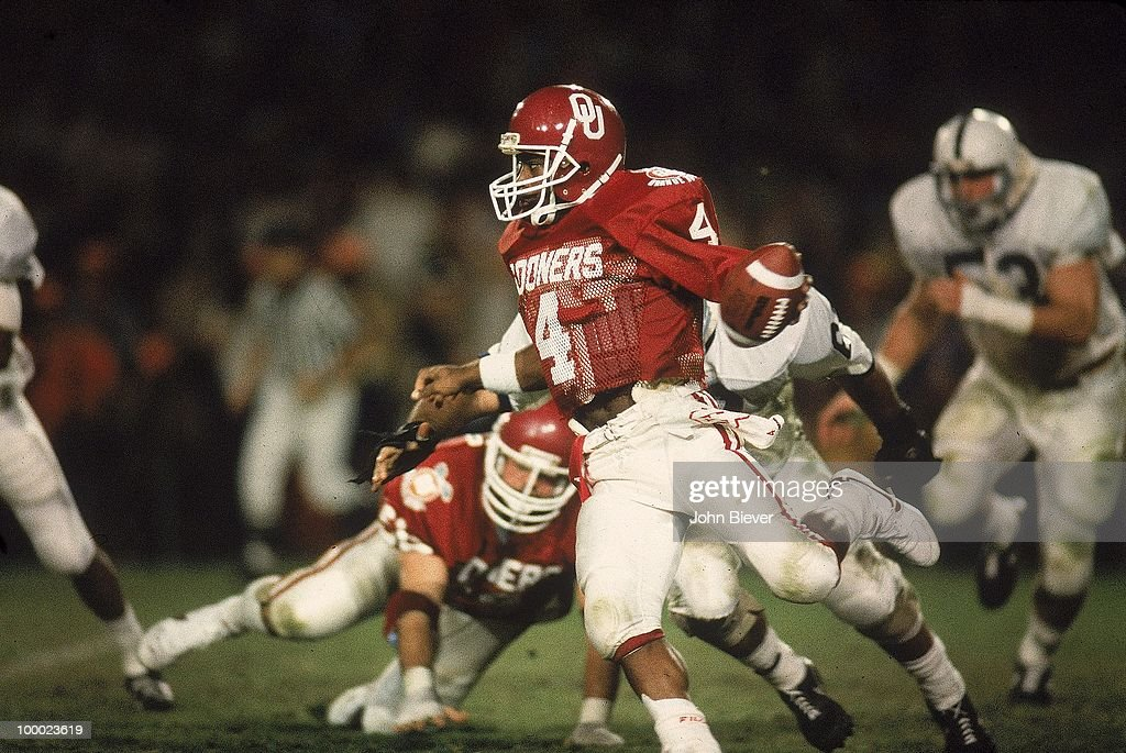 Oklahoma QB Jamelle Holieway (4) in action vs Penn State. Miami, FL 1/1/1986