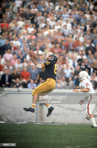 Purdue Len Jardine in action making touchdown catch vs Wisconsin at RossAde Stadium West Lafayette IN CREDIT Marvin E Newman