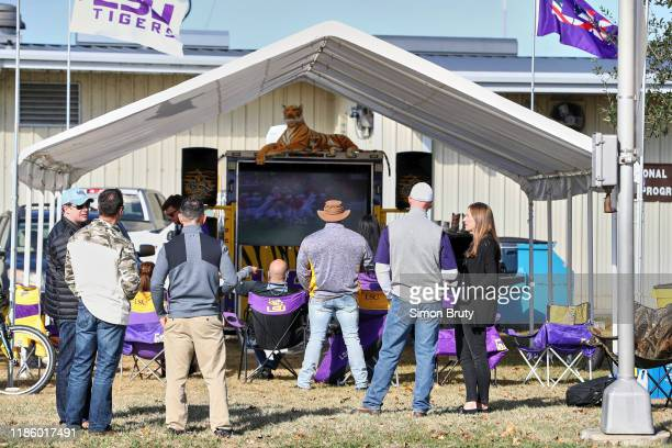 Rear view of LSU fans tailgating outside Tiger Stadium before game vs Arkansas. Baton Rouge, LA CREDIT: Simon Bruty