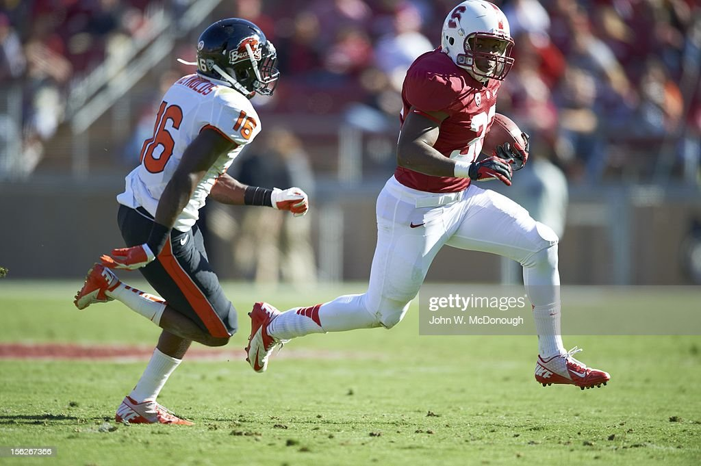 Stanford Anthony Wilkerson (32) in action, rushing vs Oregon State at Stanford Stadium. John W. McDonough F107 )