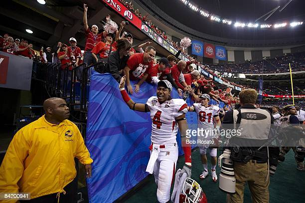 Sugar Bowl Utah Sean Smith victorious with fans after game vs Alabama New Orleans LA 1/2/2009 CREDIT Bob Rosato