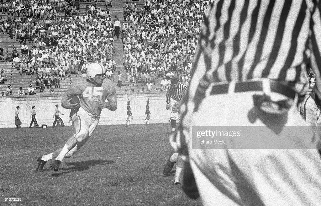 Tennessee Johnny Majors in action, rushing vs Duke, Durham