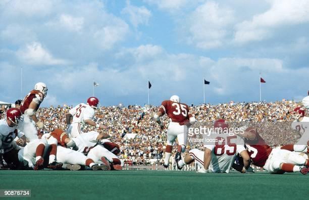 Texas Jim Bertelsen in action rushing vs Arkansas Austin TX 12/5/1970 CREDIT Walter Iooss Jr
