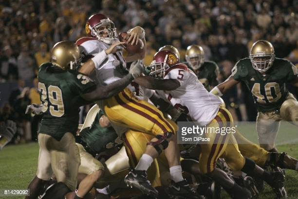 College Football USC QB Matt Leinart in action scoring game winning touchdown with 7 seconds left vs Notre Dame South Bend IN