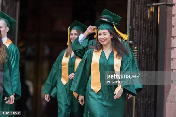 卒業時の大学生 - イラン人 ストックフォトと画像