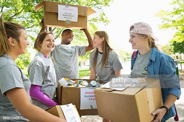 college students helping out in a food drive - charity and relief work stock pictures, royalty-free photos & images