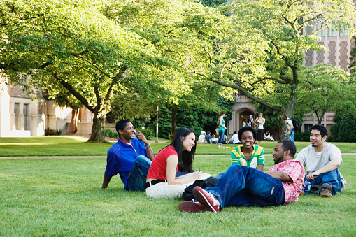 College students sitting outdoors - gettyimageskorea