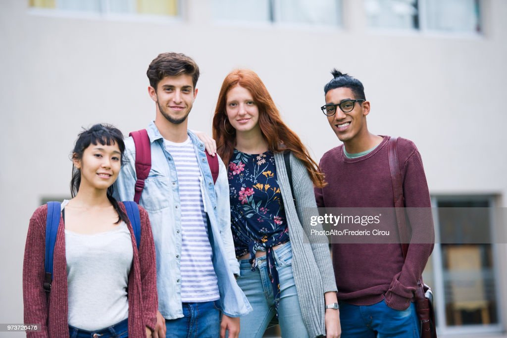 College students standing together outdoors, portrait : Stock-Foto