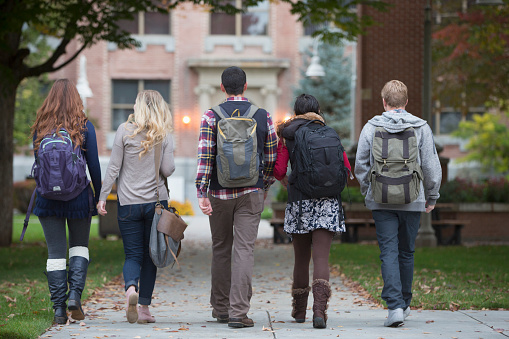 College students walking on campus - gettyimageskorea