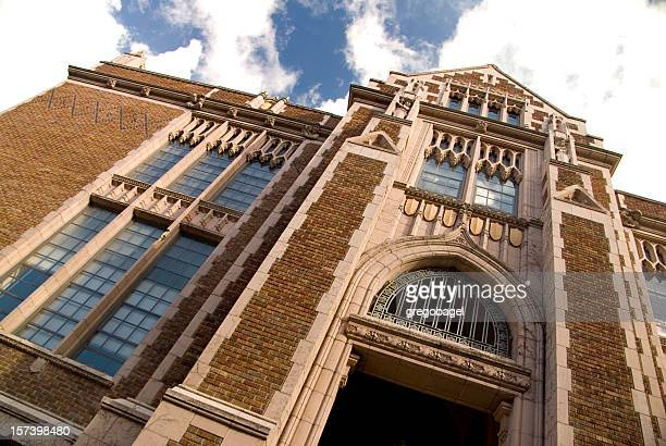 collegiate building at the university of washington with blue sky - university of washington stock pictures, royalty-free photos & images