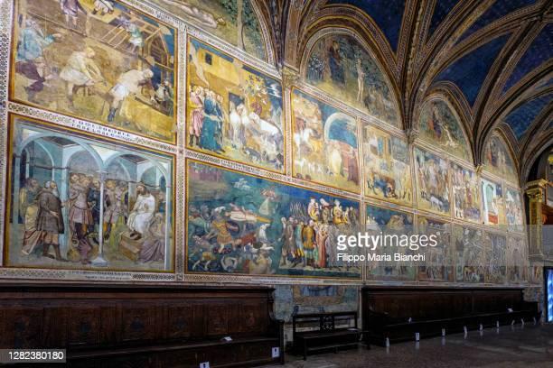collegiate church of san gimignano (interior) - affresco foto e immagini stock