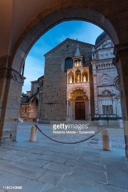 colleoni chapel, piazza del duomo, città alta, bergamo - bergamo stock pictures, royalty-free photos & images