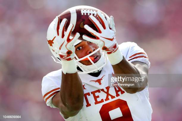 Collin Johnson of the Texas Longhorns pulls in a pass against the Oklahoma Sooners in the first half of the 2018 AT&T Red River Showdown at Cotton...