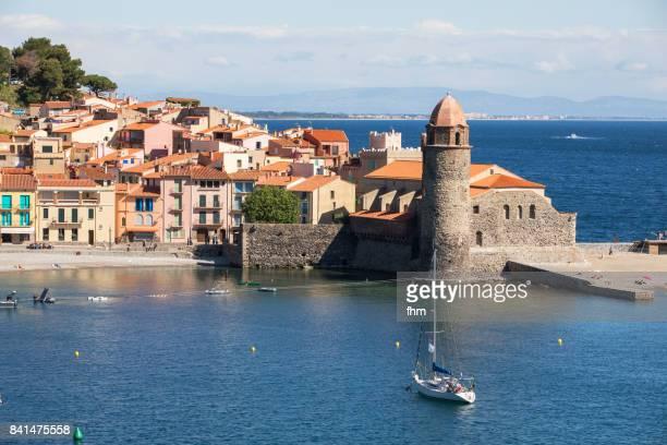 collioure - famous historic village in south of france (cote vermeille, france) - collioure photos et images de collection