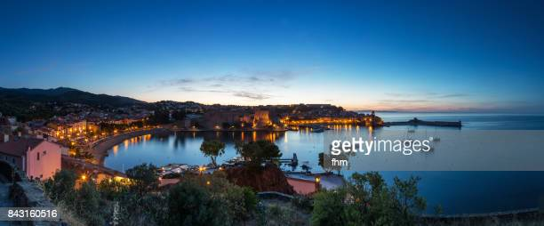 collioure panorama at blue hour- famous historic village in south of france (languedoc-roussillon) - collioure photos et images de collection