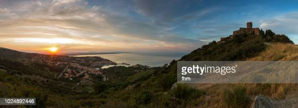collioure panorama at sunset - famous historic village in south of france (languedoc-roussillon) - collioure photos et images de collection