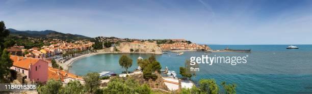 collioure panorama - famous historic village in south of france (languedoc-roussillon) - collioure photos et images de collection