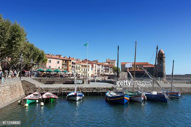 collioure with boats - famous historic village in south of france with beach - collioure photos et images de collection