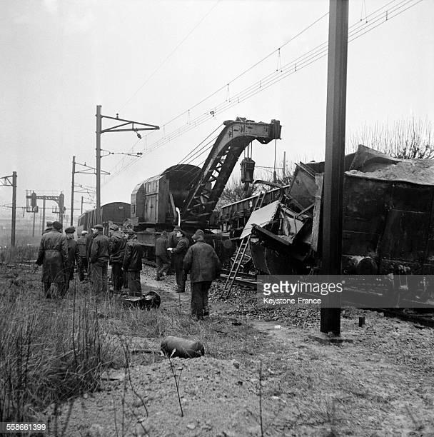 Collision entre un train de banlieue et un convoi de marchandises à la hauteur du poste d'aiguillage d'Orly France le 28 janvier 1961