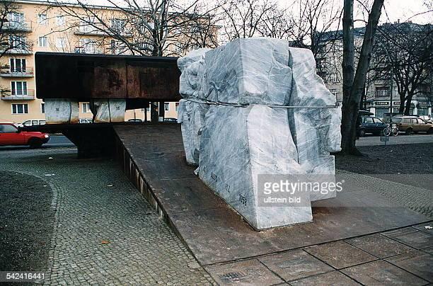 COLMahnmal für die Opfer der Judenverfolgungund der Deportationen am ehemaligenStandort der Synagoge an derLevetzowstrasse; die Bildhauer...