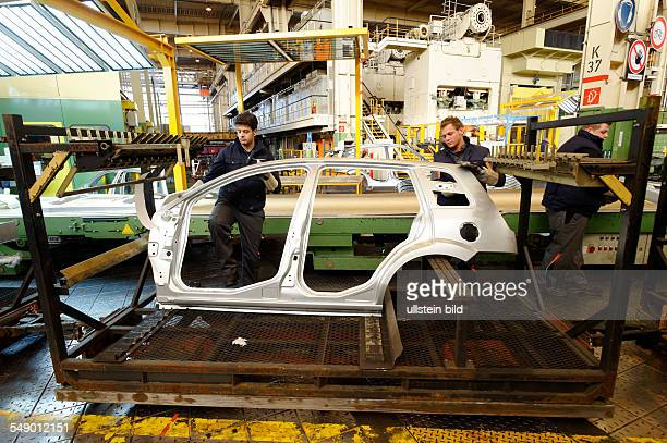 Cologne Body Assembly DEU GERMANY Car production at Ford in CologneNiehl workers with body parts of Ford Fusion car