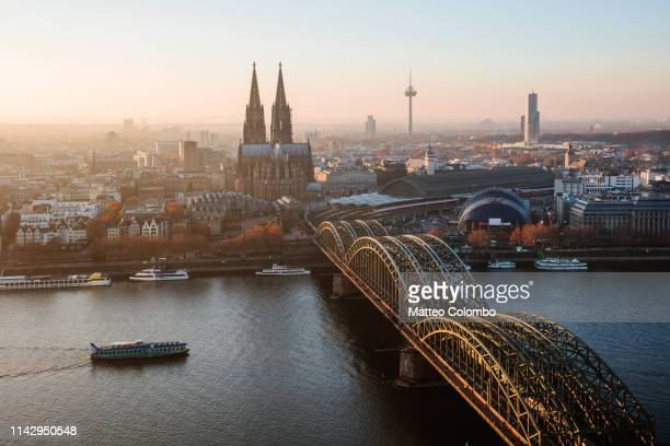 cologne cathedral and skyline at sunset, germany - cologne photos et images de collection