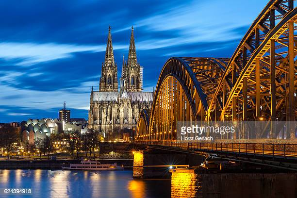 cologne cathedral at night, germany - duitsland stockfoto's en -beelden
