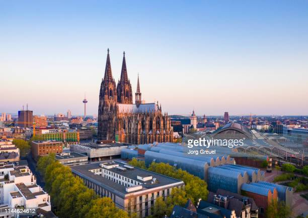 cologne cathedral at sunrise - cologne stock pictures, royalty-free photos & images