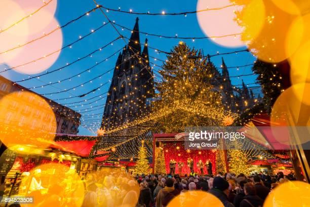 cologne christmas market - estrella de los reyes magos fotografías e imágenes de stock