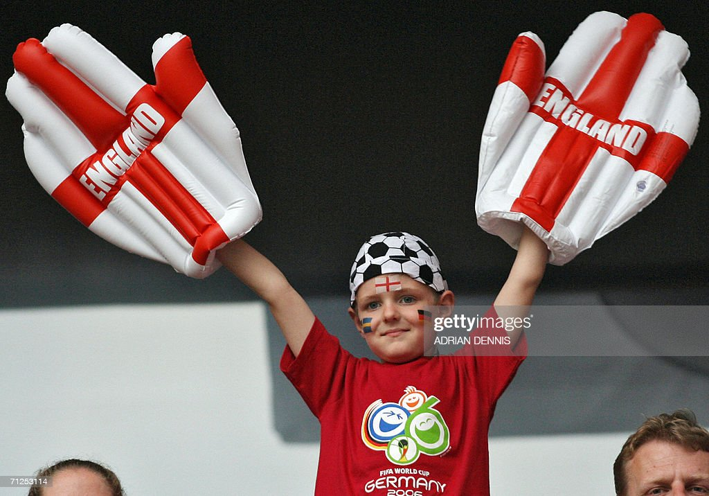An English supporter waits for the beginning of the opening round Group B World Cup football match Sweden vs. England, 20 June 2006 in Cologne, Germany.
