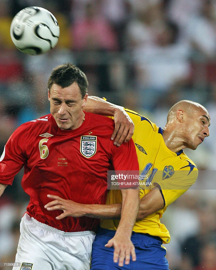 English defender John Terry (L) vies with Swedish forward Henrik Larsson during the opening round Group B World Cup football match Sweden vs. England, 20 June 2006 in Cologne, Germany.