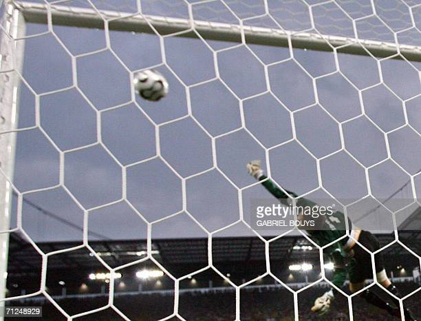 English midfielder Joe Cole scores during the opening round Group B World Cup football match Sweden vs England 20 June 2006 in Cologne Germany AFP...