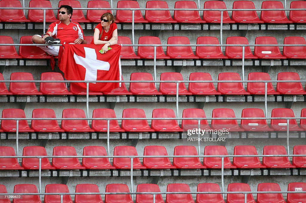 Swiss supporters wait for the beginning : News Photo