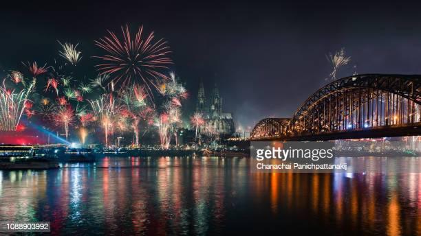 cologne new year fireworks - feuerwerk stock-fotos und bilder