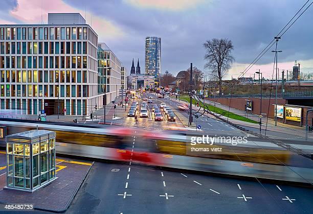 cologne traffic in wintertime - köln stock-fotos und bilder