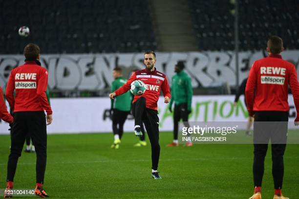 Cologne's German midfielder Dominick Drexler warms up on the ball with his teammates prior to the German first division Bundesliga football match...