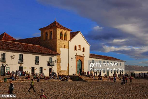 colombia, south america - church on cobblestoned main square of 16th century town of villa de leyva, in the department of boyaca - cafe de colombia stock pictures, royalty-free photos & images