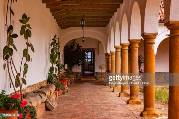 colombia, américa del sur - el 17 siglo monasterio del santo ecce homo cerca de la ciudad de villa de leyva en el departamento de boyacá - villa de leyva fotografías e imágenes de stock