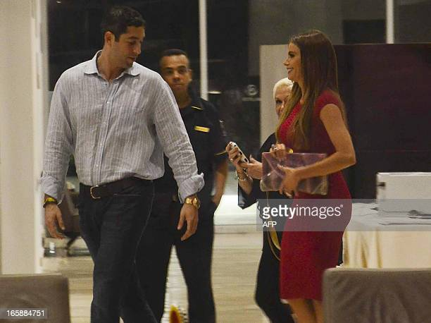 Colombian Actress Sofia Vergara and his boyfriend Nick Loeb arrive at the hotel in Barranquilla on April 6 2013 Vergara is in the city of...