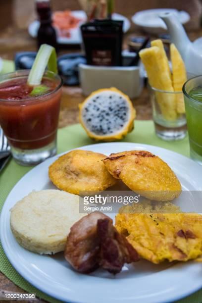 colombian breakfast - chicharrones fotografías e imágenes de stock