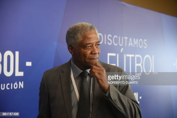 Colombian coach an former footballer Francisco Maturana arrives at the Conmebol headquarters in Luque Paraguay on May 17 2017 to participate in a...