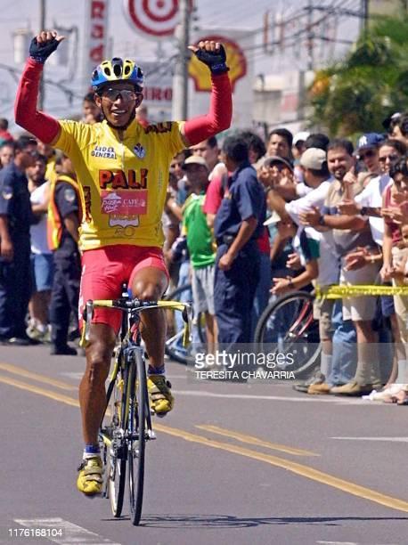 Colombian Cyclist Gregorio Ladino wins the race in San Jose Costa Rica El ciclista colombiano Gregorio Ladino levanta los brazos el 29 de diciembre...