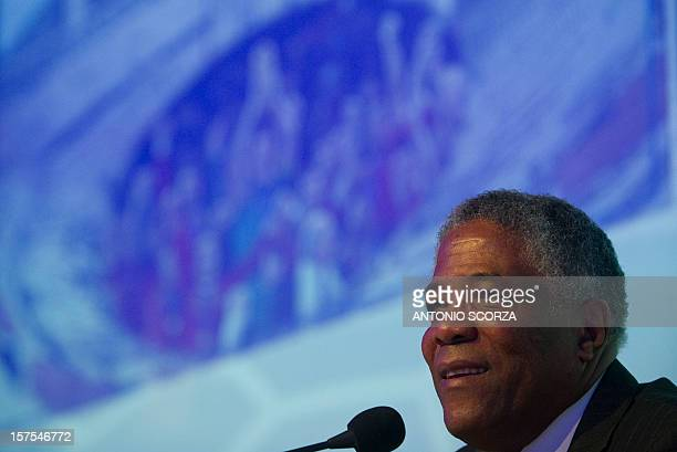 Colombian football coach Francisco Maturana delivers a speech during the Footecon 2012 on December 04 2012 in Rio de Janeiro Brazil Footecon promotes...