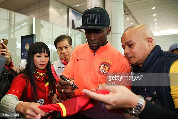 Colombian footballer Jackson Martinez of Guangzhou Evergrande arrives at the airport on February 17 2016 in Guangzhou China Guangzhou Evergrande...