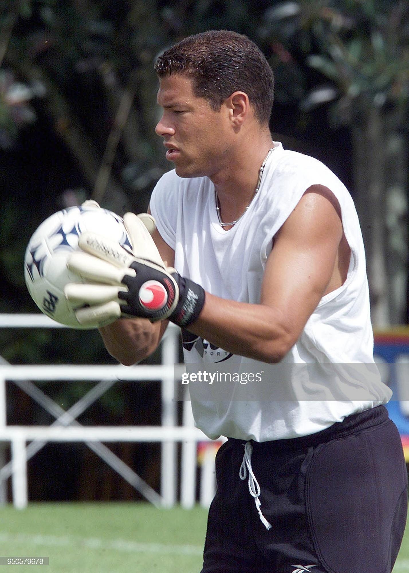 [Imagen: colombian-goalkeeper-oscar-cordoba-catch...=2048x2048]