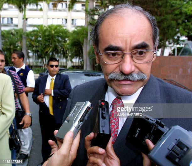 Colombian Liberal Party presidential candidate Horacio Serpa speaks with the media upon his ariival at the Presidential House in Caracas Venezuela 09...
