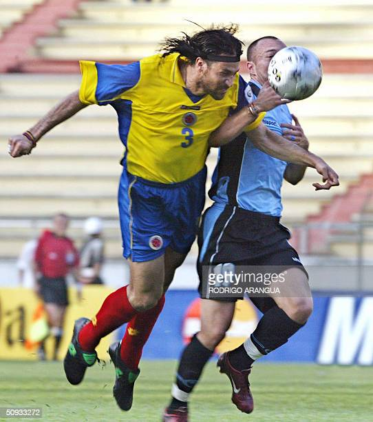 Colombian Mario Yepes vies for the ball with Javier Chevanton of Uruguay during a football match 06 June 2004 in Barranquilla Colombia for the FIFA...